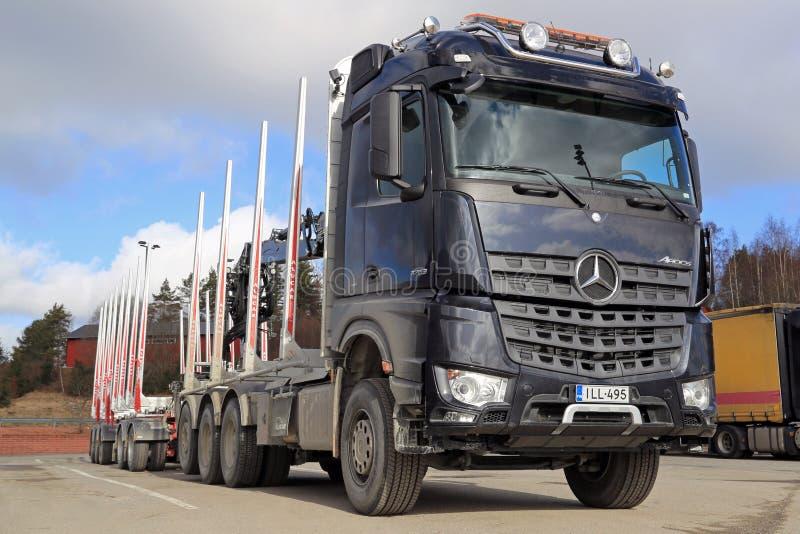 Camion de bois de construction de Mercedes-Benz Arocs 3263 image stock