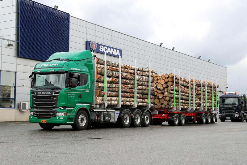 Camion de bois de construction de V8 de l'euro 6 de Scania R730 photos libres de droits