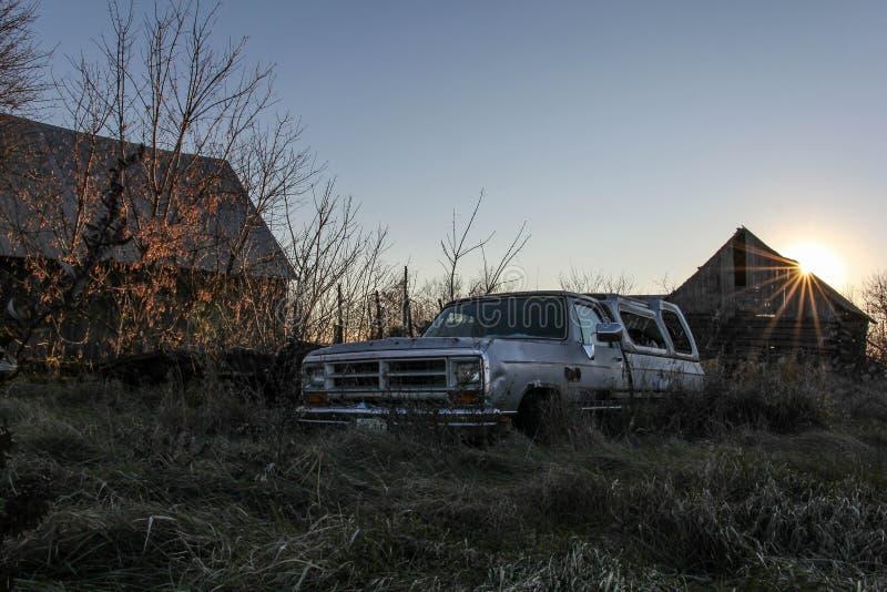 Camion de coucher du soleil photos libres de droits