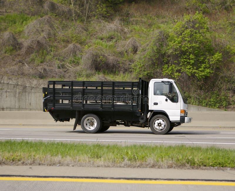 Download Camion de distribution image stock. Image du portez, lourd - 739405