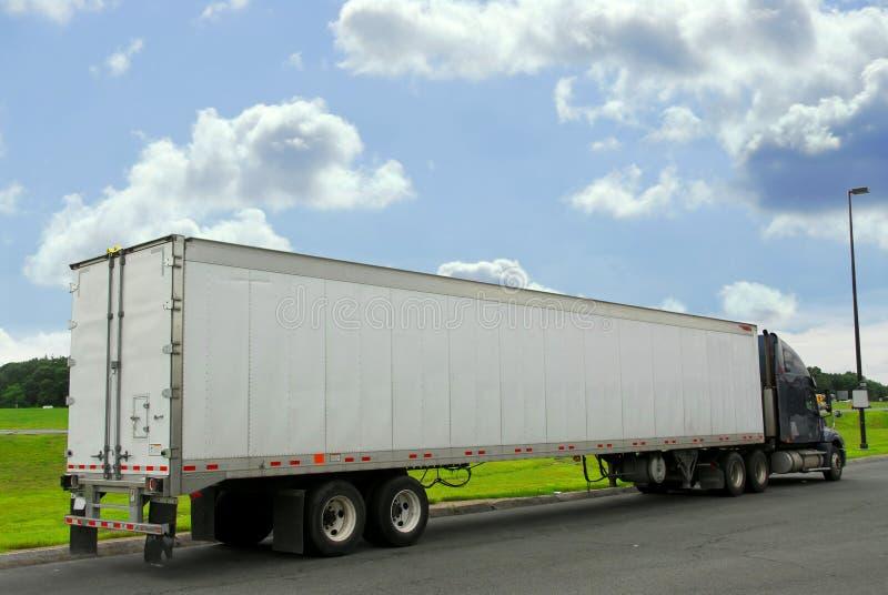Camion de dix-huit rouleurs image stock