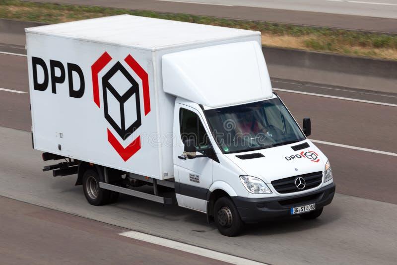 camion de dpd sur la route photo stock ditorial image du. Black Bedroom Furniture Sets. Home Design Ideas