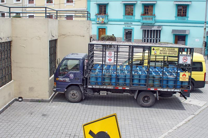 Camion de gaz à Quito photos libres de droits