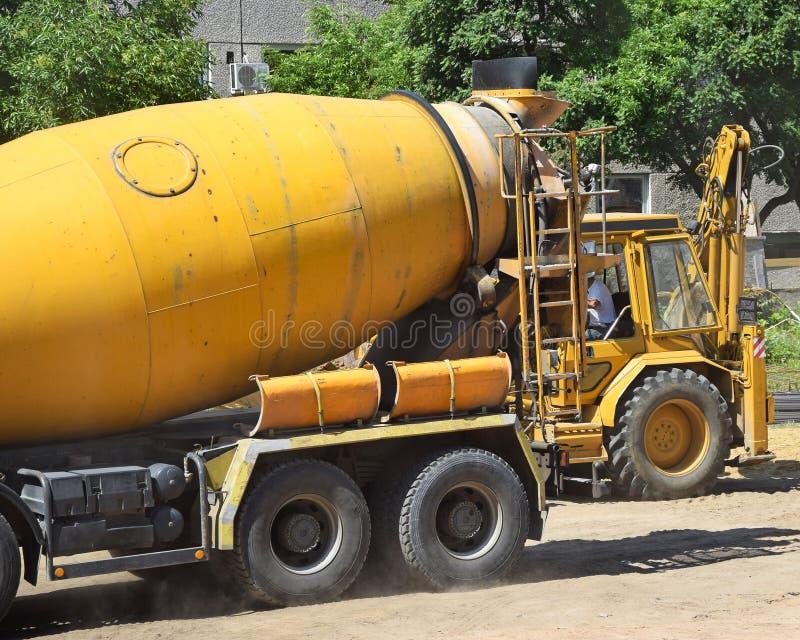 Camion de mélangeur de ciment photo stock
