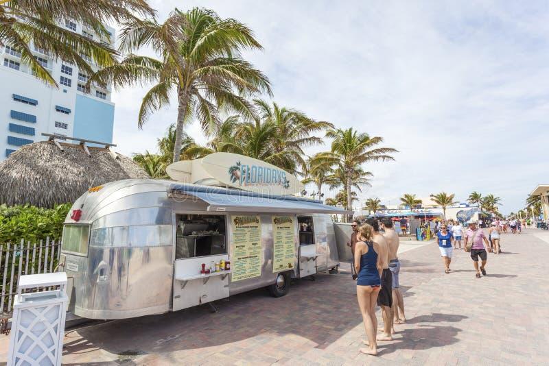 Camion de nourriture en plage de Hollywood, la Floride photos stock
