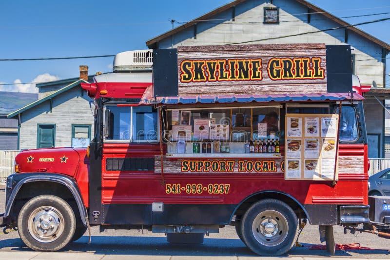 Camion de nourriture de gril d'horizon dans le Dalles images libres de droits