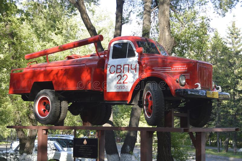 Camion de pompiers AC-20 51 1952 ans de libération, établis en 2012, en l'honneur du soixantième anniversaire de la première case photo stock