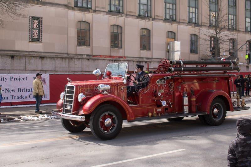 Camion de pompiers antique dans le défilé de jour du ` s de St Patrick photos libres de droits