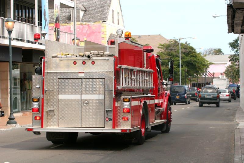 Camion de pompiers dans la rue image libre de droits