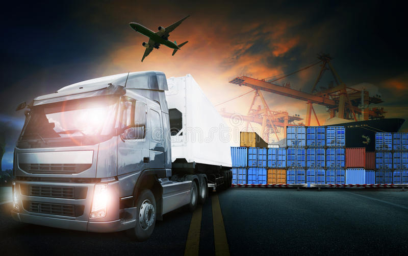 Camion de récipient, bateau dans le port et avion de charge de fret dans le transpo image stock