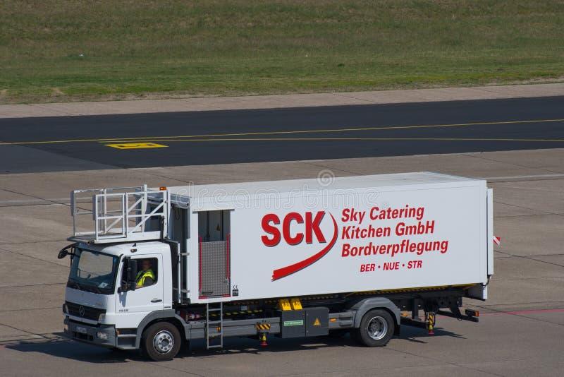 Camion de restauration à l'aéroport de Berlin Tegel photographie stock