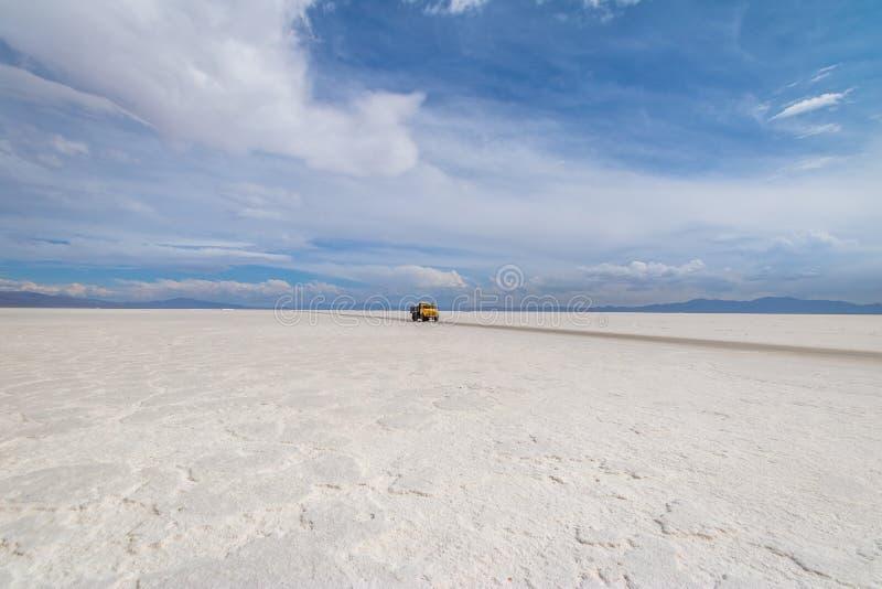 Camion de sel en sel de Grandes de salines plat - Jujuy, Argentine images stock