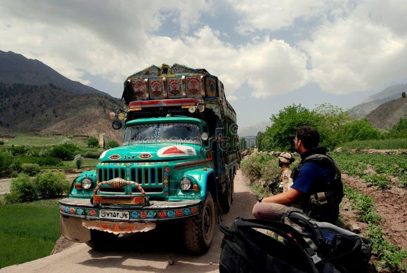 Camion de tintement en Afghanistan photographie stock libre de droits