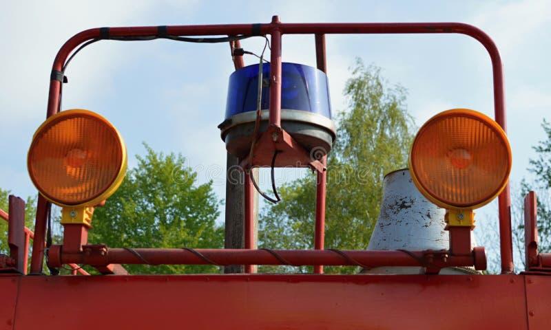Camion dei vigili del fuoco e sirena fotografia stock libera da diritti