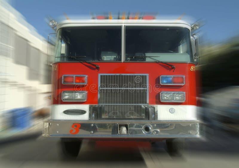 Camion dei vigili del fuoco scorrente veloce immagini stock libere da diritti