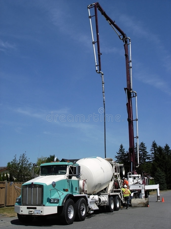 Camion del calcestruzzo della costruzione fotografie stock