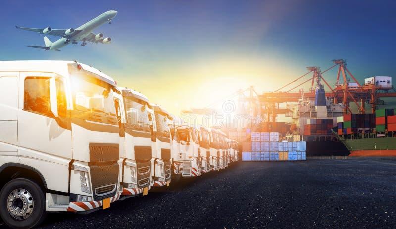 Camion del contenitore, nave in porto e aereo da carico del trasporto in transpo fotografia stock