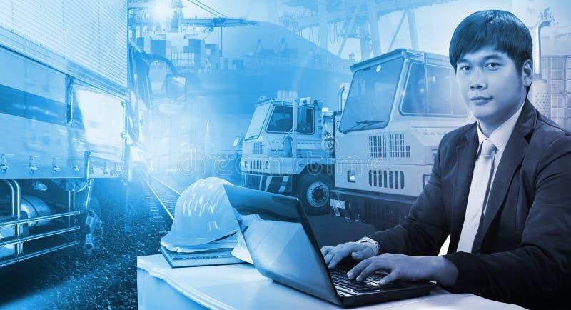 Camion del contenitore in porto di spedizione, bacino del contenitore ed automobile di trasporto immagine stock libera da diritti