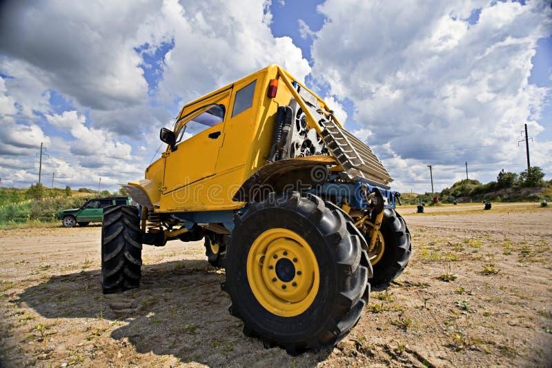 Camion del mostro prima di concorrenza fotografie stock