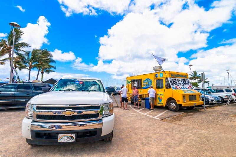 Camion dell'alimento di Shack della spiaggia di Gilligan in Waikiki, Hawai fotografie stock libere da diritti