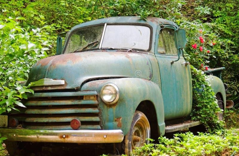 Camion dell'annata/piantatrice del fiore fotografia stock