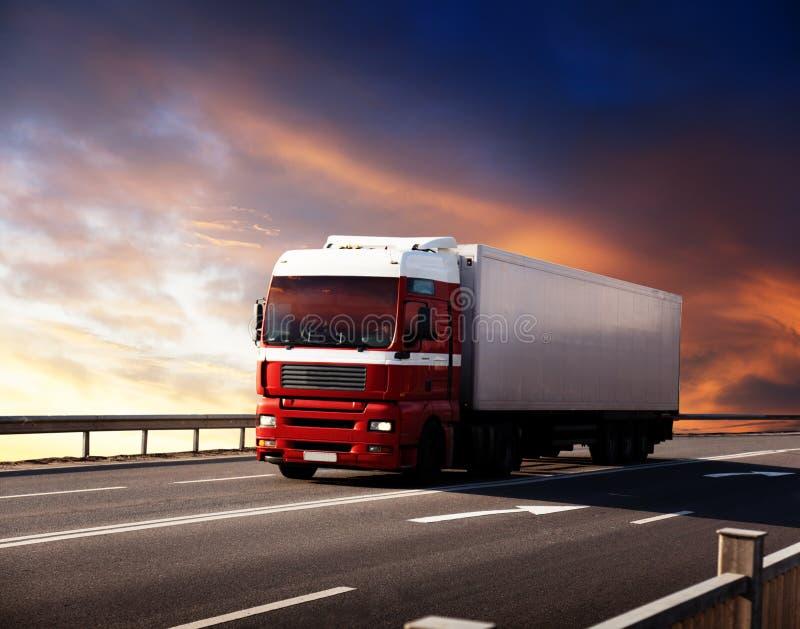 camion della strada principale fotografie stock