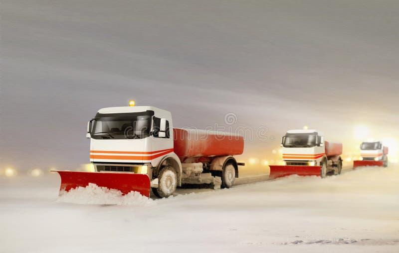 Camion dello spazzaneve che rimuovono la neve immagine stock