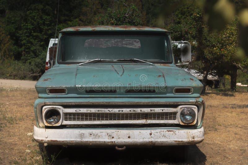 Camion di guado abbandonato vecchia annata fotografie stock