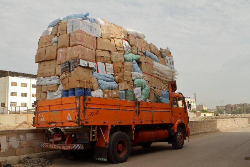 Camion di peso eccessivo nell'Egitto fotografie stock libere da diritti