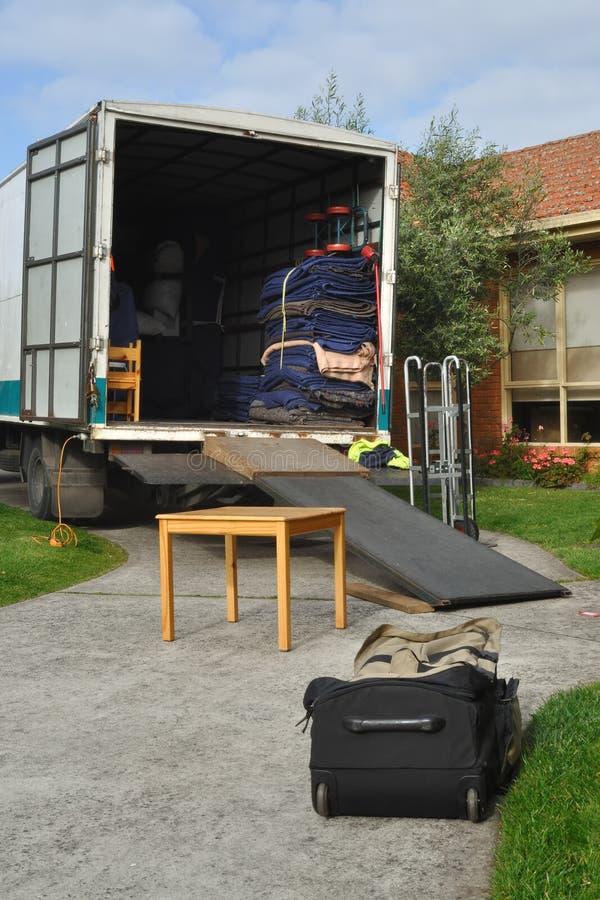 Camion di rilocazione caricato fotografie stock libere da diritti