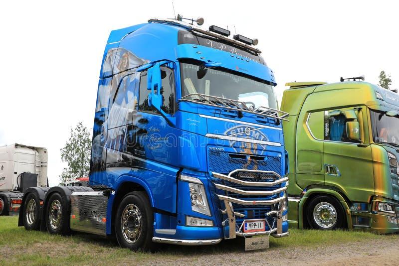 Camion di Volvo FH500 di Puurunen Finlandia 100 anni fotografia stock libera da diritti