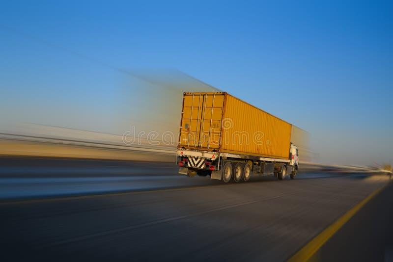 Camion e la sfuocatura di movimento immagine stock