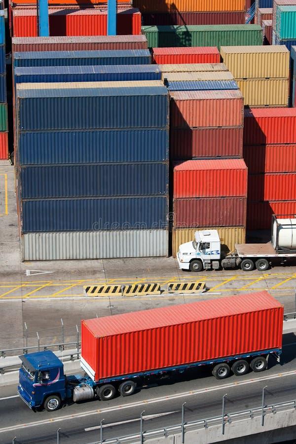 Camion et conteneurs image libre de droits