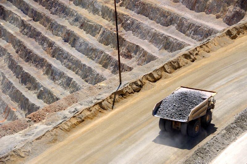 Camion gigante del minerale metallifero fotografia stock