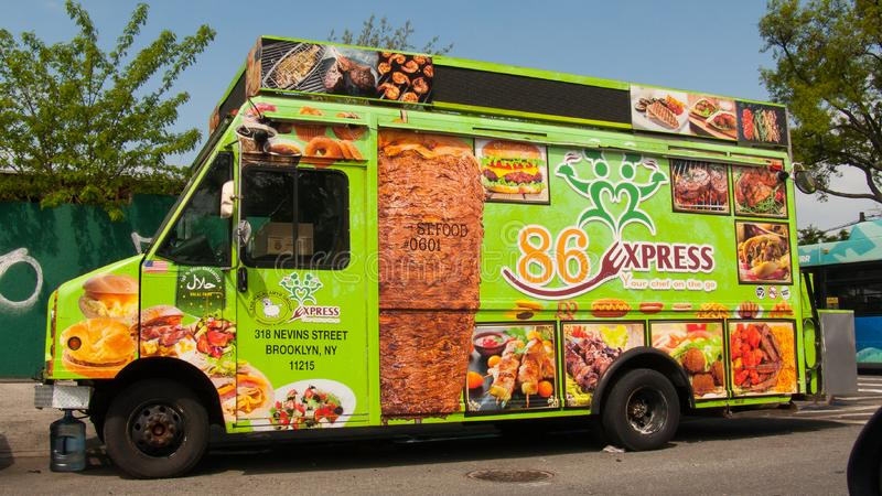 Camion halal de nourriture dans le rinçage image stock