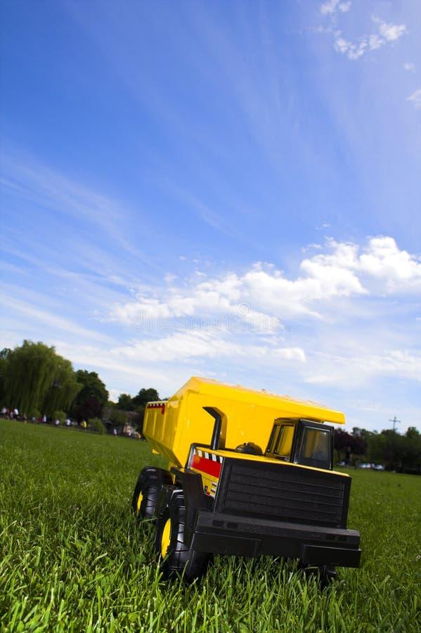 Camion jaune images libres de droits