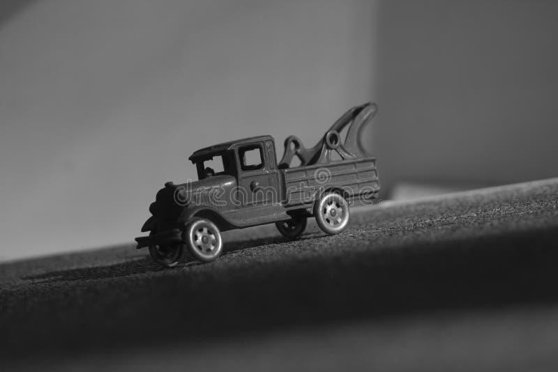 Camion miniature en noir et blanc photographie stock libre de droits