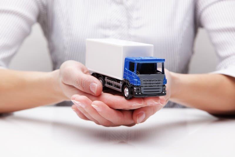 Camion nelle mani (concetto) fotografia stock