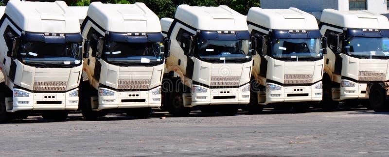 Camion pesanti nella riga immagine stock libera da diritti