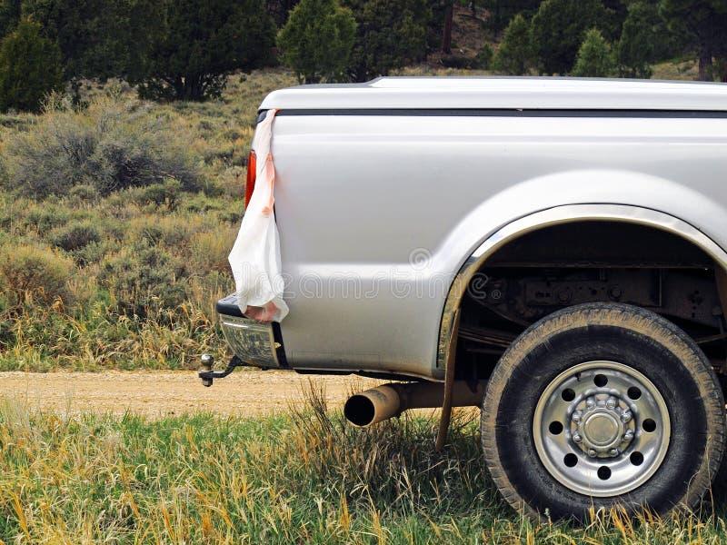 Camion pick-up prêt à transporter des déchets  photos stock