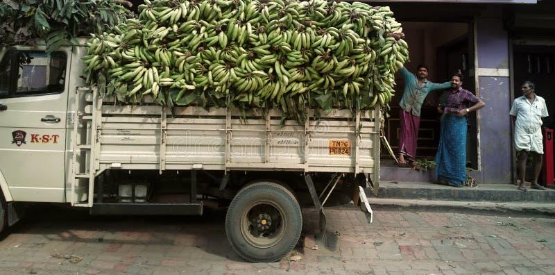 camion in pieno della frutta della banana fotografia stock