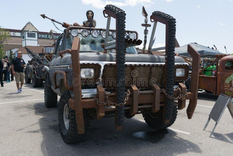 camion Post-apocalittico di sopravvivenza immagini stock libere da diritti
