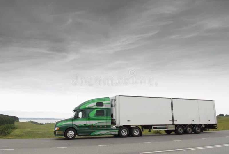 Camion in primo mattino immagine stock