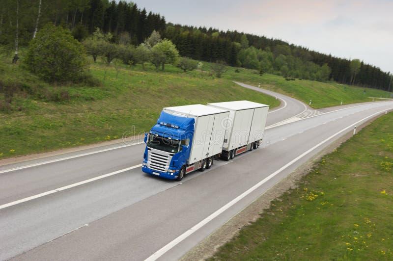 Camion in primo mattino immagini stock