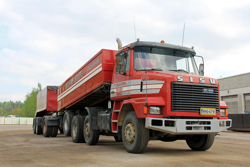 Camion resistente convenzionale del post-refrigeratore di Sisu SR300 8x2 immagini stock