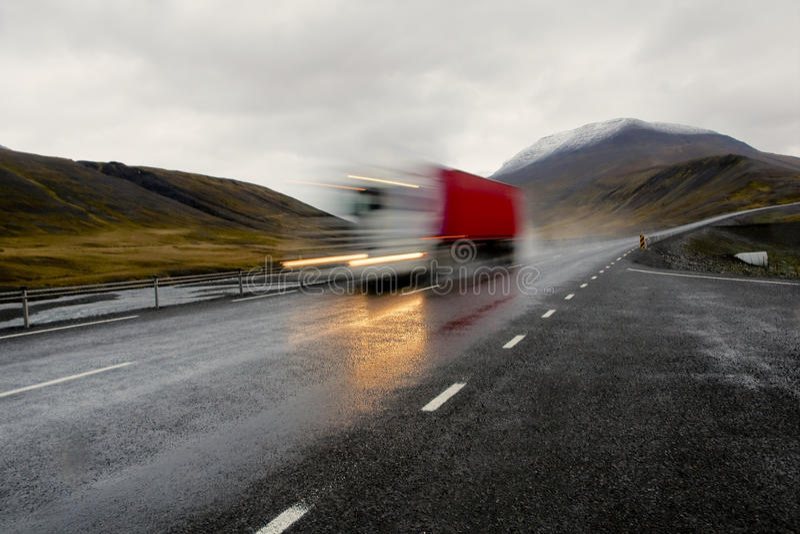 Camion rosso commovente immagini stock