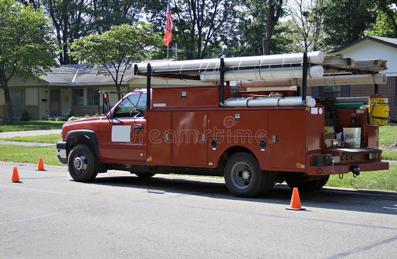 Camion rouge fonctionnant images libres de droits