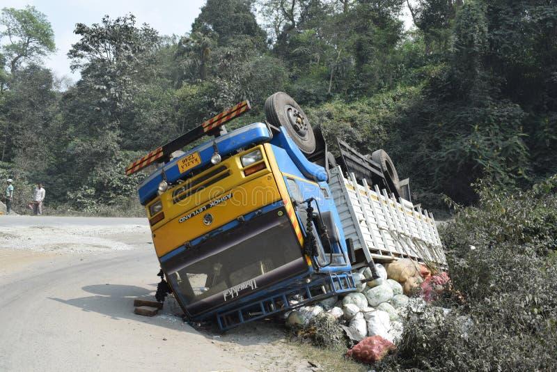 Camion ruzzolato immagine stock