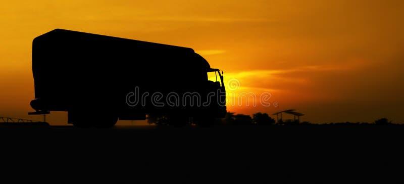 Camion in siluetta fotografia stock