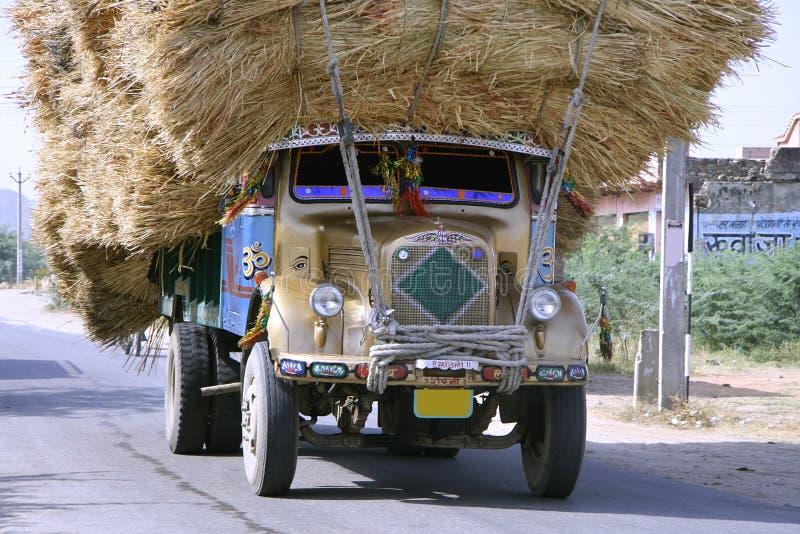 Camion sovraccaricato, Ragiastan fotografia stock libera da diritti